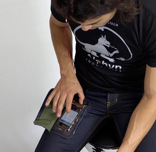 Jouer et envoyer des SMS avec son iPhone dans la poche