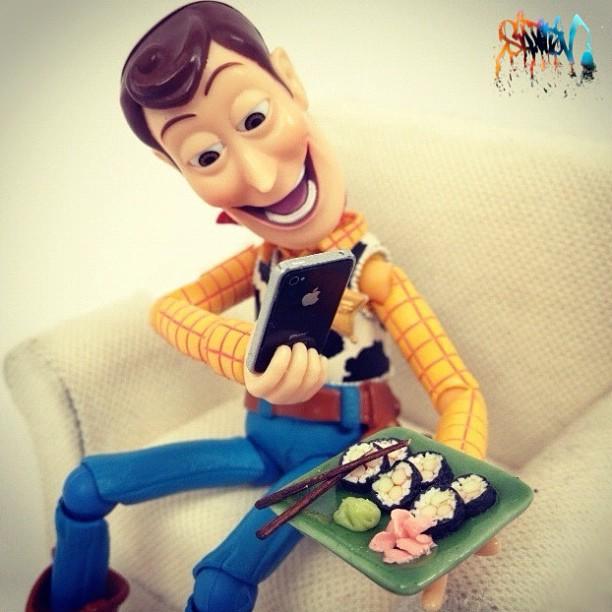 Des jouets et des produits Apple miniatures